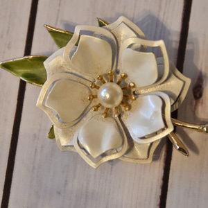 vintage white enamel pearl flower brooch pin
